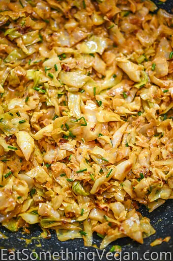 Cabbage curry in a skillet