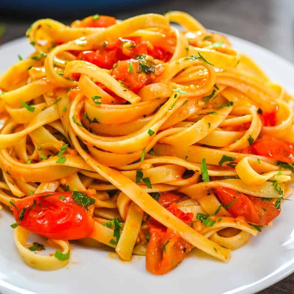 Fettuccine in Tomato Sauce