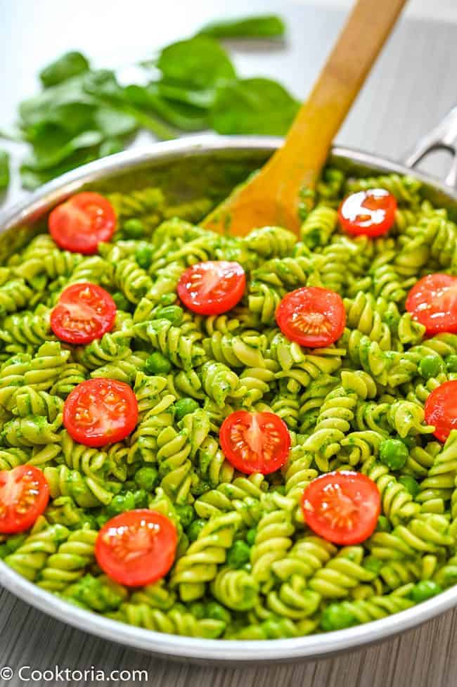 Pasta with Spinach Sauce